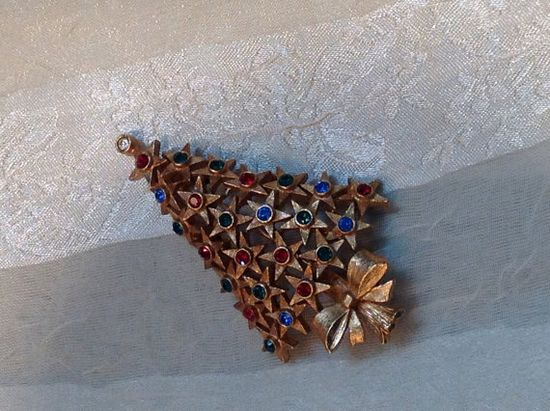 For Christmas in July... #Vintage #Christmas Tree #Brooch Estate #Jewelry by NorthCoastCottage, $39.00. This is a beauty. The symmetry and texture, the sparkle! Absolutely like new even though it's pretty darn old, so you know it's made very well.