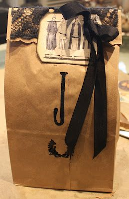 Very cute brown bag gift wrap!
