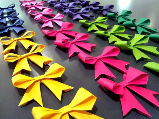 Handmade bows for favor boxes