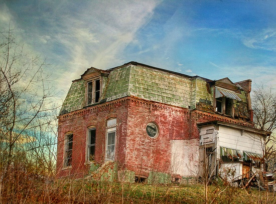 beautiful abandoned house, ready for exploring