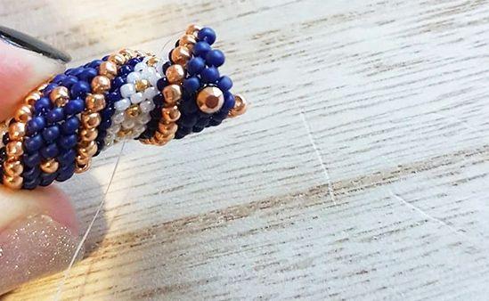 DIY Collier en perles Miyuki bleu nuit et doré spirale de perles technique Cellini : Etape 8