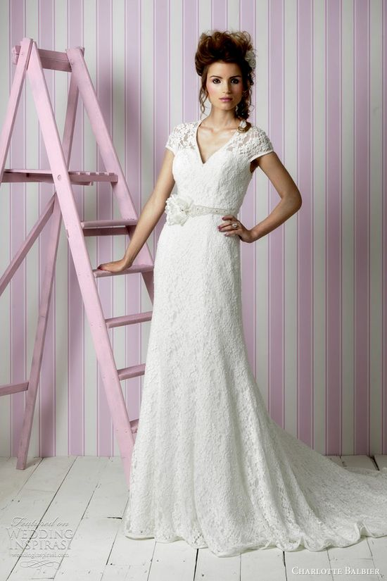 lace wedding dress with cap sleeves...very nice