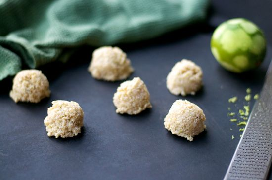 Coconut Lime Macaroons #vegan #raw #dessert