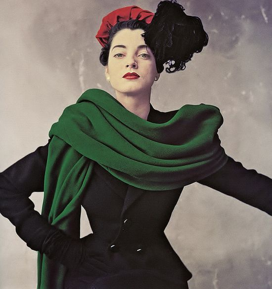 So tremendously elegant and gorgeous styled. #suit #green #scarf #shawl #hat #gloves #vintage #fashion #1950s #dress