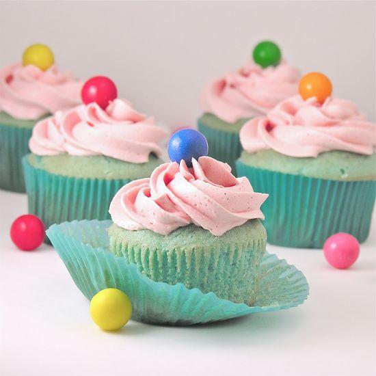 Adorable > Bubble Gum Cupcakes!