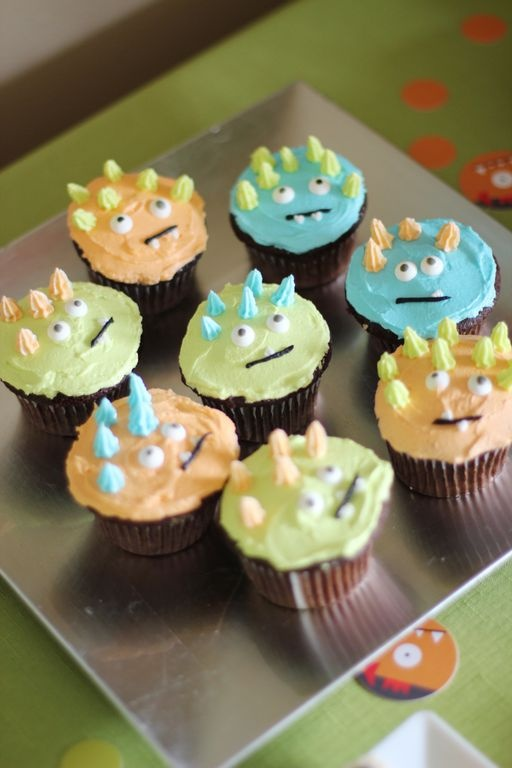 Kid's monster birthday party ideas - monster cupcakes