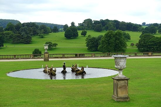 South lawn, with Seahorse Fountain by Caius Gabriel Cibber, 1688-1691, and urns by Francesco Bienaime, 1800s - Chatsworth House - Derbyshire, England - DSC03572 - Chatsworth House – Wikipedia