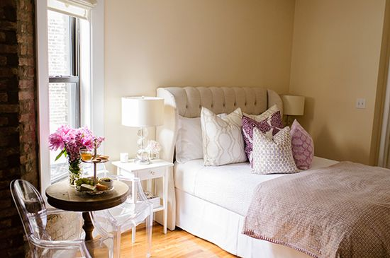 City living and small spaces... Love the round vintage side table with the clear chairs....