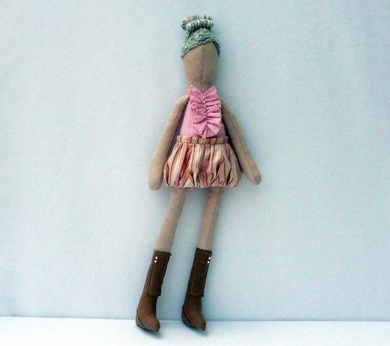Fabric doll in peaches and cream. She wears a von KOOKYhandmade