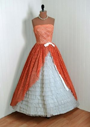 I love this old fashioned dress!