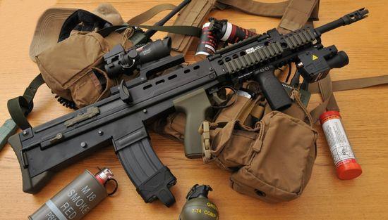 SA 80 Enfield L85A1 Fusil automatique - Automatic rifle . 656bd64e6e4e8d88c383300256bd45cb