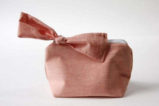 This bow pouch is an easy-to-sew project that would make someone a pretty and useful gift.