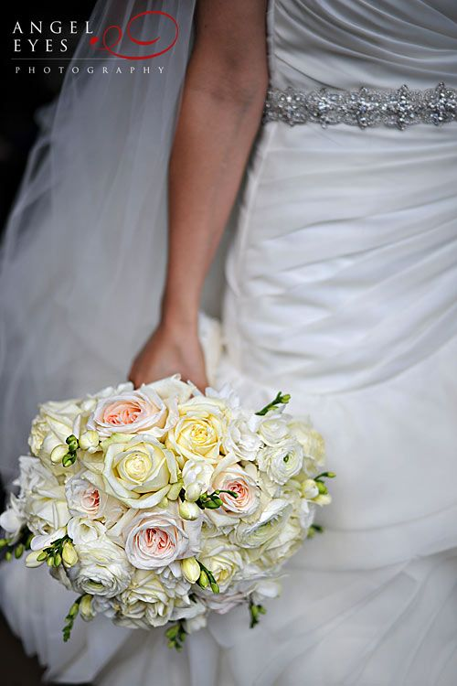 wedding photos #white #bridal #bouquet
