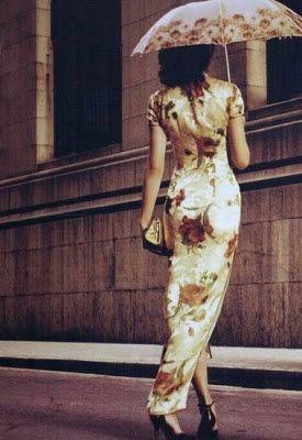Beautiful Chinese traditional dress. Piao liang!
