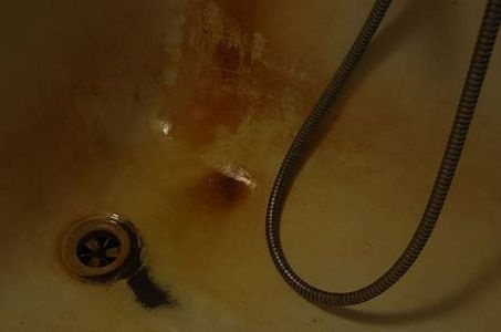 How to Clean Rust Stains From a Bathtub thumbnail