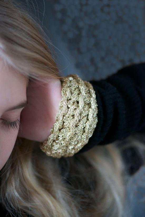 DIY: festive crochet bangle