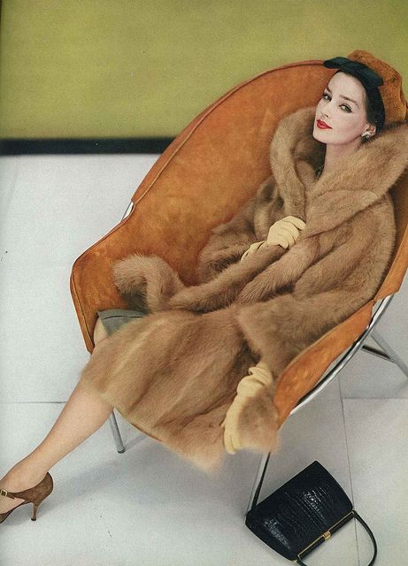 Entirely cozy vintage glamour. #coat #hat #vintage #fashion #clothing #style #1950s