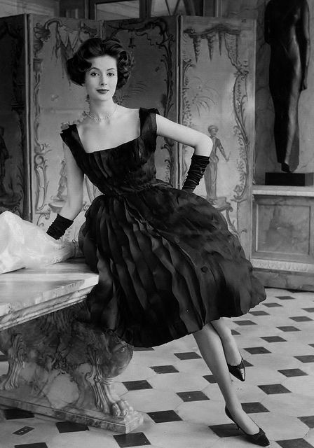 Adore the whole elegant look! #vintage #fashion #1950s #dress #evening #cocktail# dress #hair #gloves