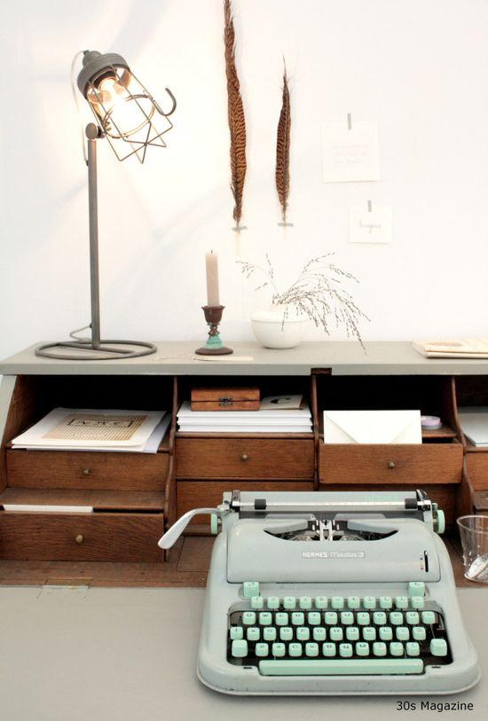 #woonbeurs #French #Country home #typewriter #ariadneathome #vintage styled #workspace
