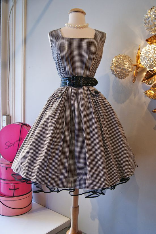 1950's Pretty Gingham Sun Dress #summer #fashion #plaid #1950s #partydress #vintage #frock #retro #sundress #tartan #checkered #feminine