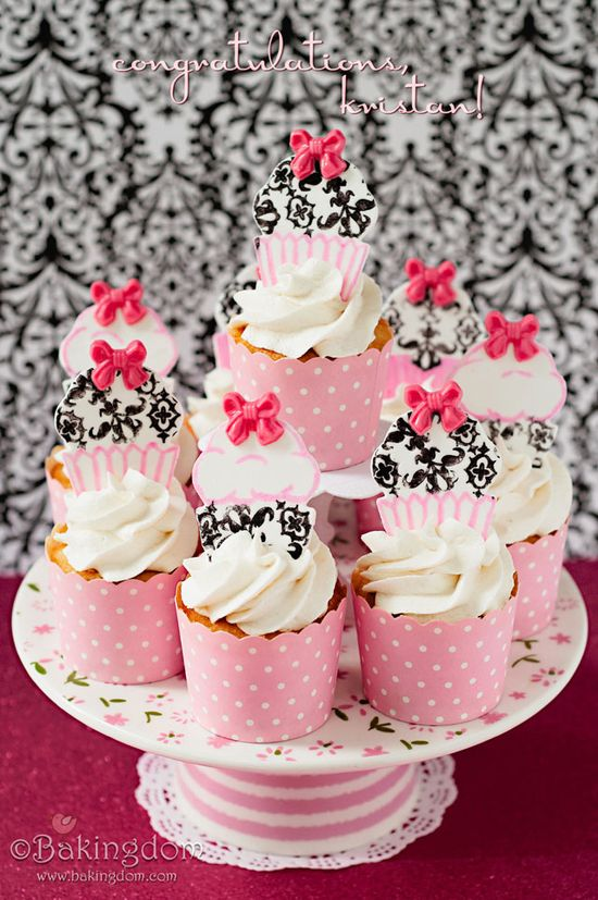 Twinkie Cupcakes with Marshmallow Buttercream