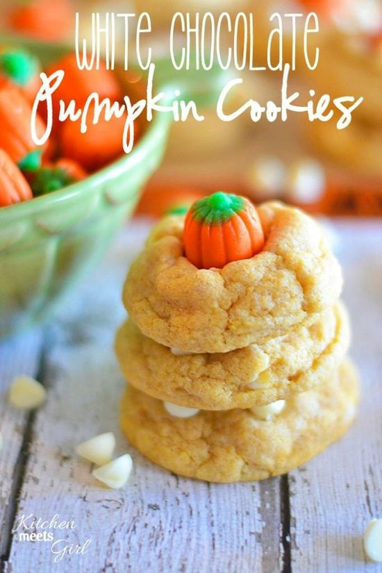 White Chocolate Pumpkin Cookies from www.kitchenmeetsg... - using pudding mix makes these cookies so soft and fluffy you won't be able to stop eating them! #recipes #cookies