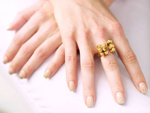4 Easy Ways to Use Glitter Nail Polishes for Nail Art