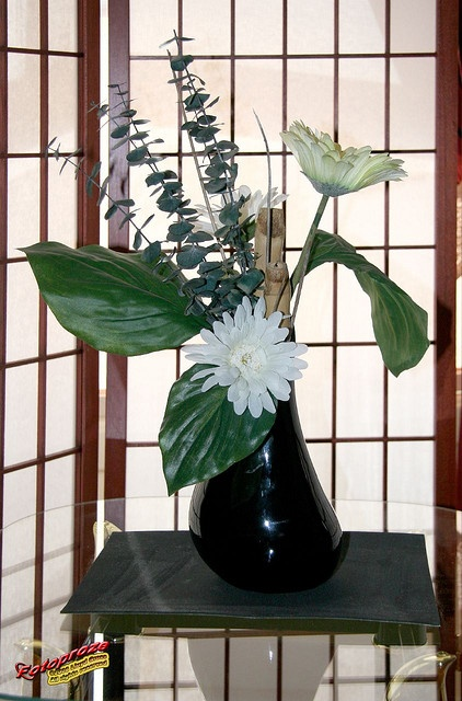 Ikebana for Sabrina 2006 by Lise C20060409 066 by fotoproze, via Flickr