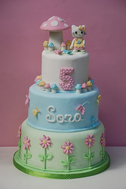 cake hello kitty by Alessandra Cake Designer, via Flickr