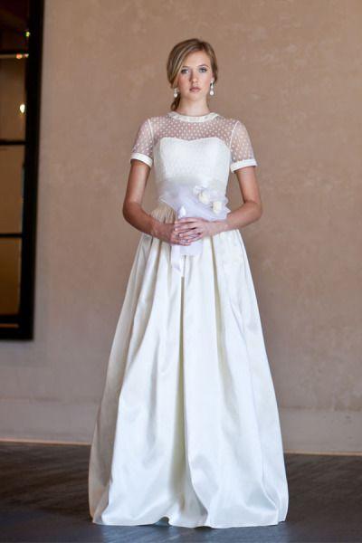 Vestido de SJ Couture. #casamento #vestidodenoiva #mangacurta