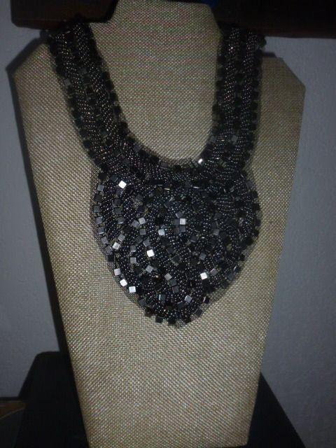 Un collier bijoux fa