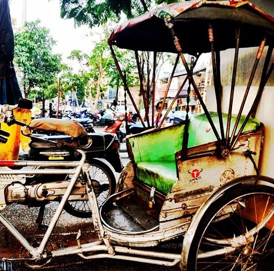 How to Travel for Less: Transportation www.spunkygirlmon... #travel #tips #cheap