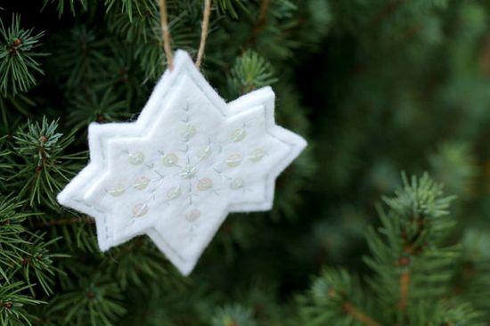 Copo de nieve fieltro adornos de Navidad / / por OrdinaryMommy, $15.00