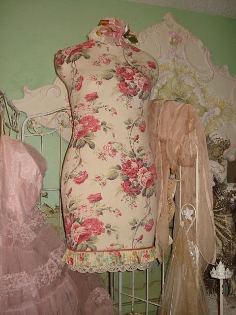 Romantic dress form