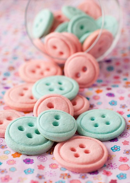 Button Cookies–perfect for baby showers or bridal showers. Are these not the cu