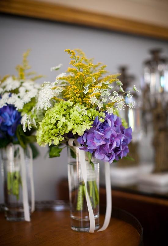 more simple flower arrangements (different colors)