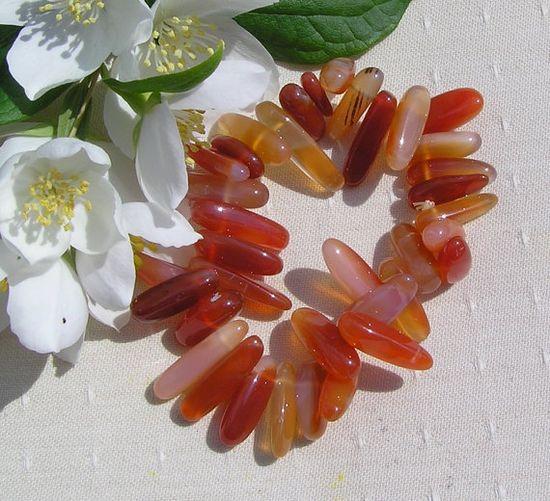 Carnelian Crystal Gemstone Elasticated Bracelet  by SunnyCrystals, £8.25 #jewelry #bracelet #carnelian #capricorn #gift