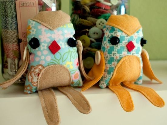 Or if monkeys aren't your thing, these felted owls are an adorable alternative.