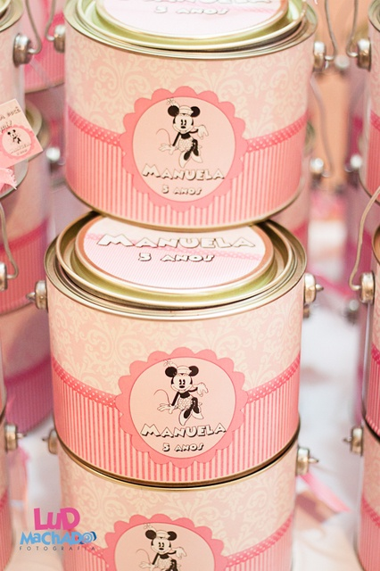 Love these Minnie Mouse party favor tins #minniemouse #party #favors