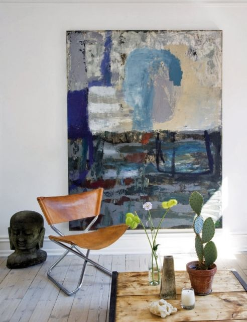 Raul Candales via Elle Decor Spain {white eclectic mid-century / rustic / industrial living room}