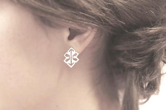 Silver arrow stud earrings. €37.00, via Etsy.