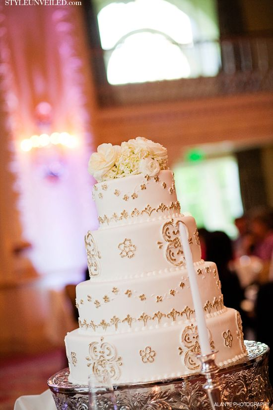 Elegant Wedding Cake - Ivory and Gold