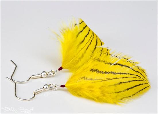 feather earrings @ www.happysolez.et...