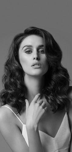 Boucles coutures pour un look féminin et sophistiqué. Tuto sur : www.ghdhair.com/... #coiffure #long #boucle
