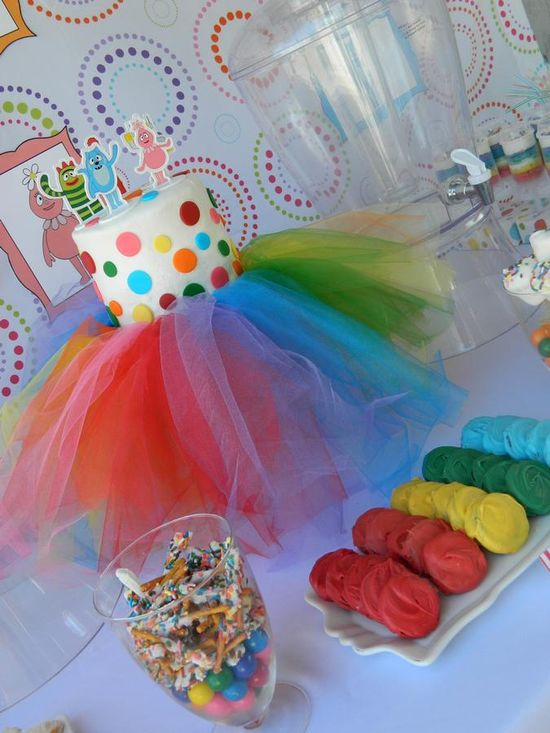 Tulle Cake stand. Could do it in any color...