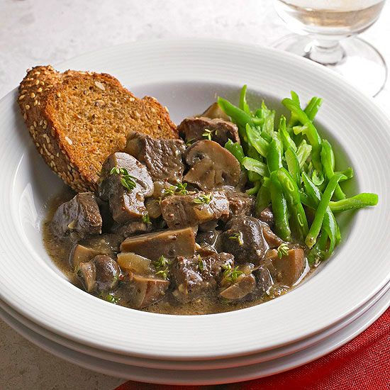 Juicy steak strips and mushrooms in a garlic wine sauce is making our mouths water! We can't believe that we can enjoy this for less than 350 calories: www.bhg.com/...