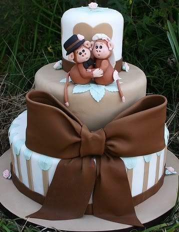 Fondant Cake Decorating: omg this is cute!! I have found my wedding cake for when ever I get married :D hehe I love it!