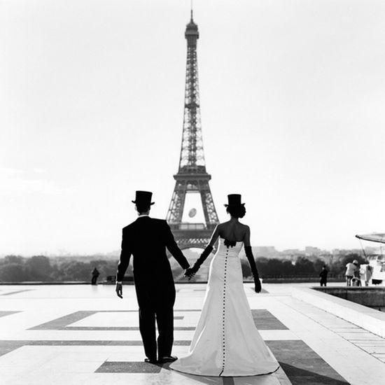 Wedding romance in Paris/???????? ????????? ? ????? www.Fashion-with-... #wedding #photography #romance #romantic #couple #honeymoon # bride #groom #paris #france #pariggi