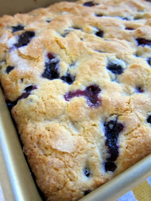 Lemon Blueberry Muffin Cake  Oh YUM... I need to get me some blueberries!
