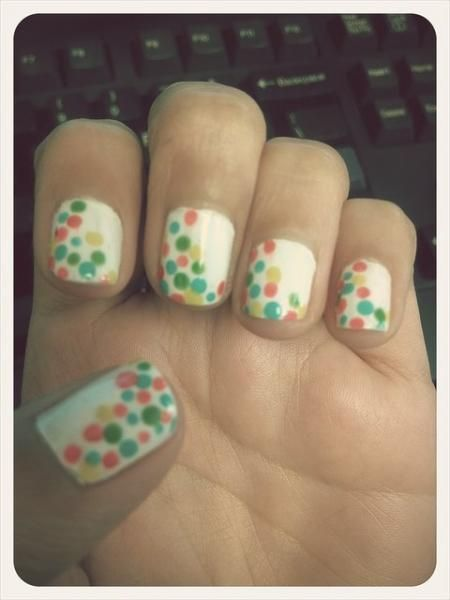 cute dotted manicure